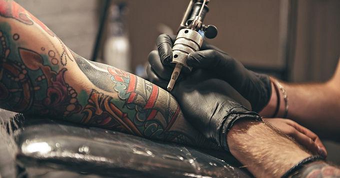NOVO-STARA POMAMA: Adolescentsko tetoviranje