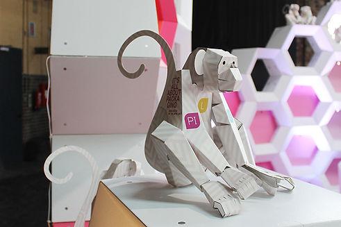 Als Give Away und gern gesehener Bewohner der Main Stage auf der Packaging Innovations Messe in Berlin trägt diese sympathische Skulptur konsequent das Branding des Veranstalters.