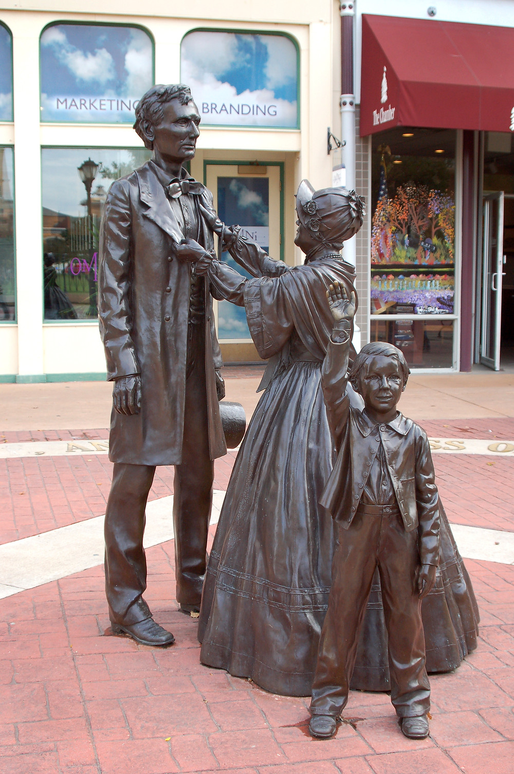 Statue of Mary Todd, Abraham and their young son.