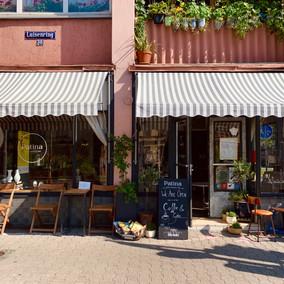 Patina: Antik, Schmuck & Café