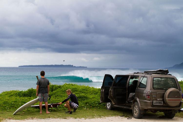 krui-right-surfing.jpg