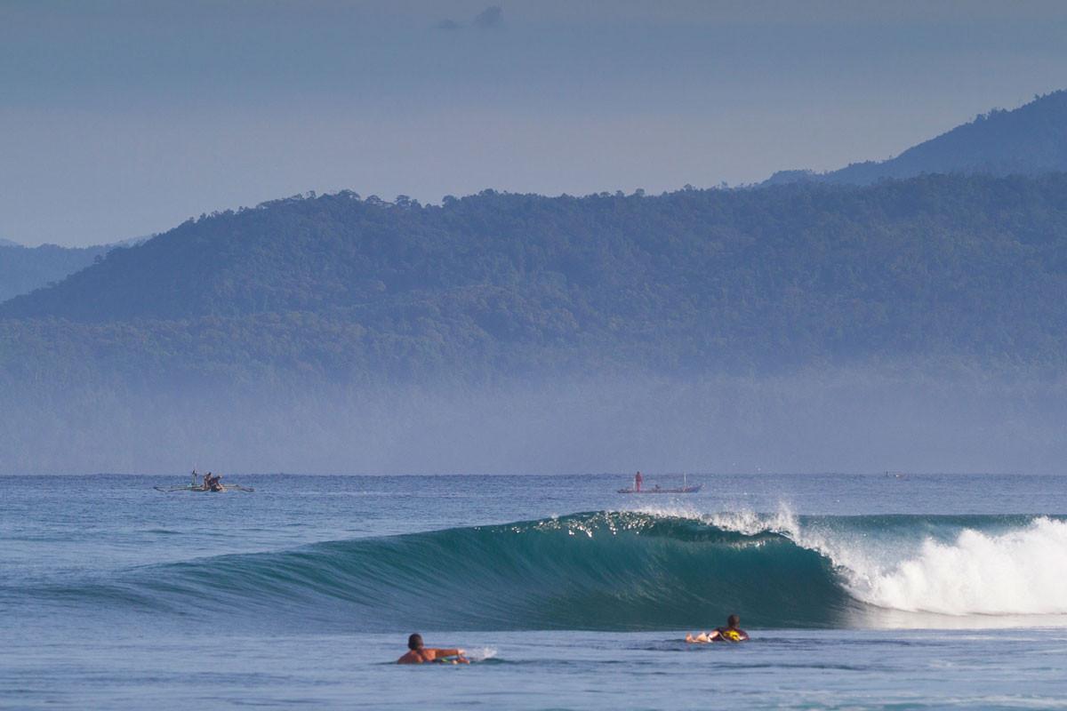 beginners-krui-right-surf.jpg