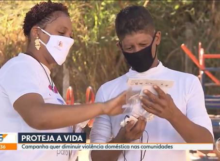Voluntários de unem para combater casos de violência doméstica durante a pandemia