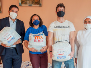 Instituto Galo acompanha entrega de cestas de alimentos