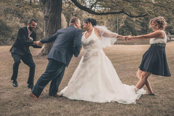 Kampf um das Brautpaar