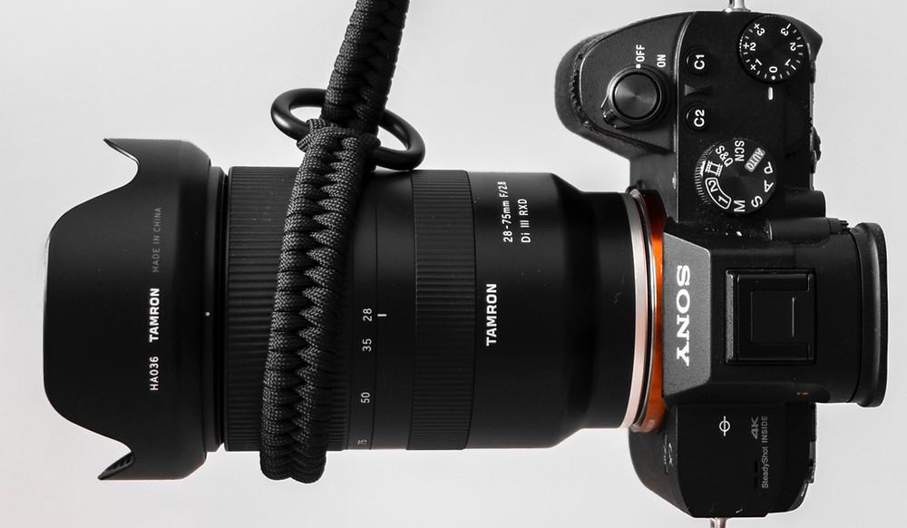 Zu sehen ist ein Sony A7iii, meine Hauptkamera als Fotograf auf Hochzeiten.