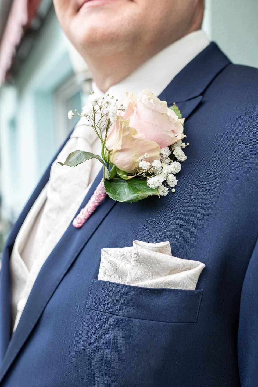Details auch beim Bräutigam
