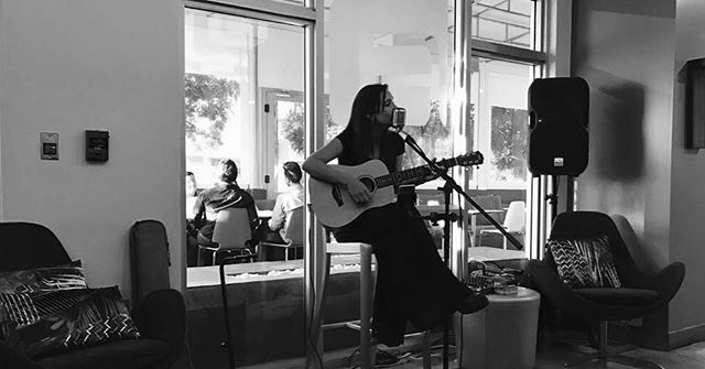 Acoustic Girl ⚡️