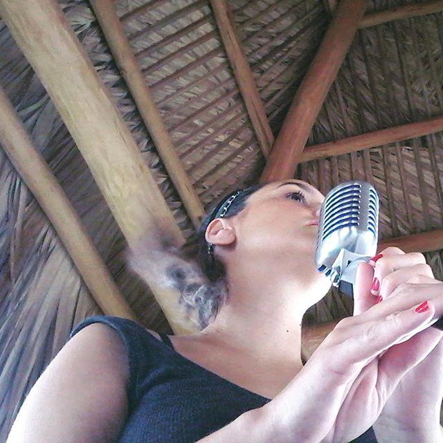 #sunday #singer 🙋🏻🎵🎤🌸