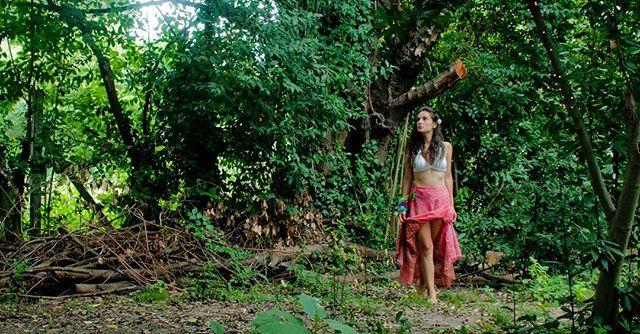 """""""Jugando entre los árboles """"_-_Ph _caser"""