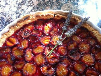 Tarte aux prunes et lavande.jpg