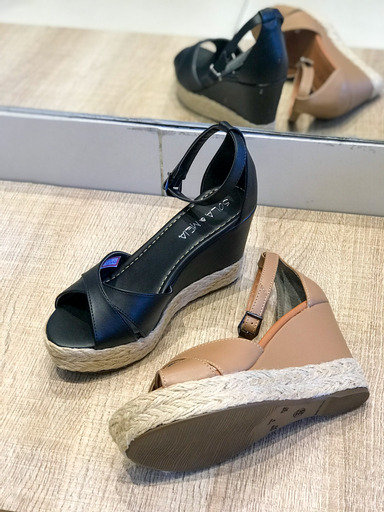 Sandália anabela X traseira fechada