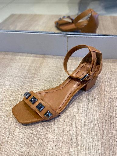 Sandália spike salto bloco