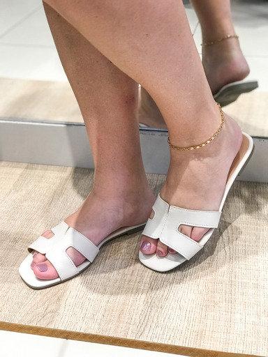Sandália formato H