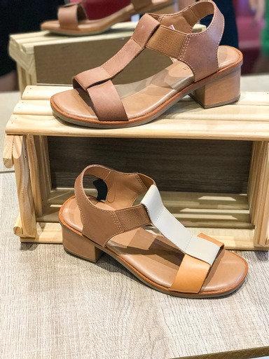 Sandália couro salto bloco