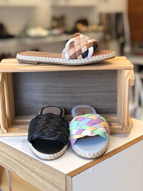 Sandália flatform trançada