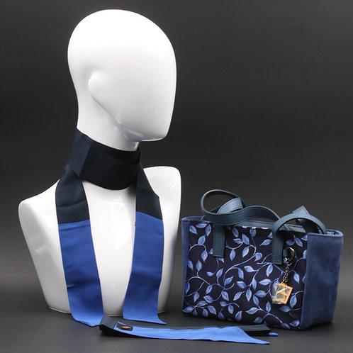 Borsa a spalla in camoscio blue inserti in seta con stampa floreale, suitoni dei blu e manici in vera pelle blu