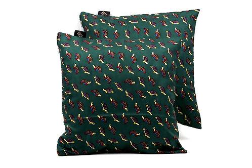 Piccole tartarughe stampate su cuscini in seta verde, arredano con stile ed eleganza il tuo divano e le tue poltrone.