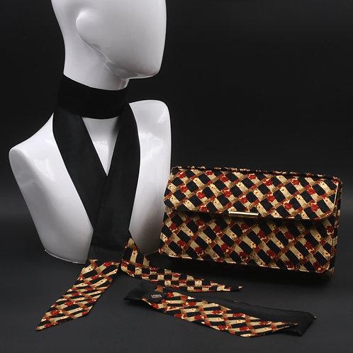 Clutch bag in seta nera stampata con stampa geometrica, nelle tonalità dell'ocra e rosso, con 2 foulard abbinati