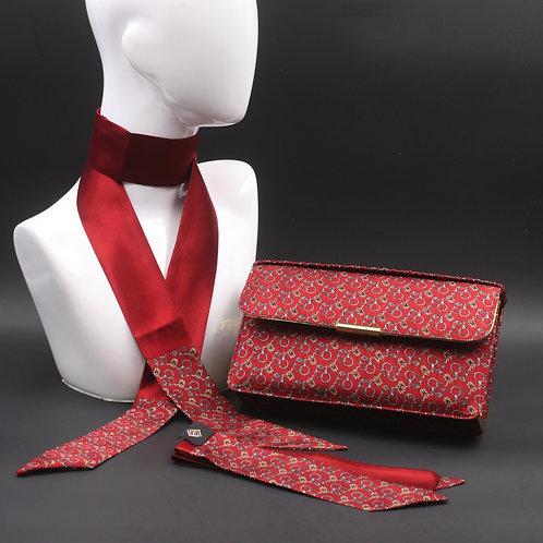 Clutch bag in seta rossa stampata con staffe, nelle tonalità del grigio, con 2 foulard abbinati
