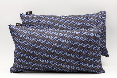 Cuscini in seta blu con stampa geometrica, di forma rettangolare
