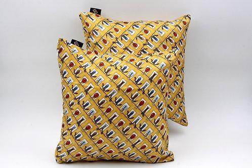 Cuscinidi seta gialla con stampa floreale per divani moderni