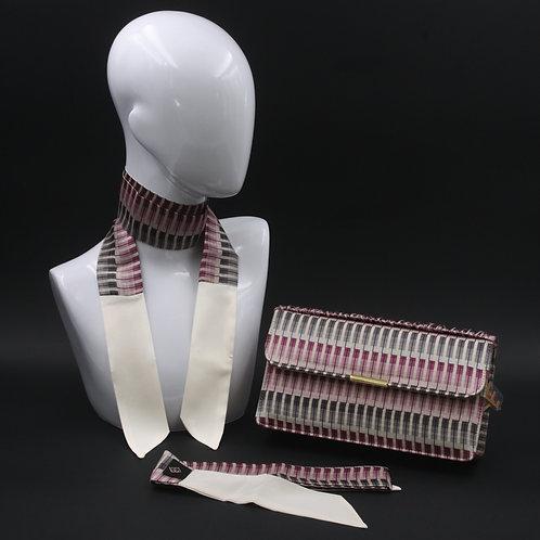 Clutch bag in seta rosae grigia con stampa geometrica, con 2 foulard abbinati