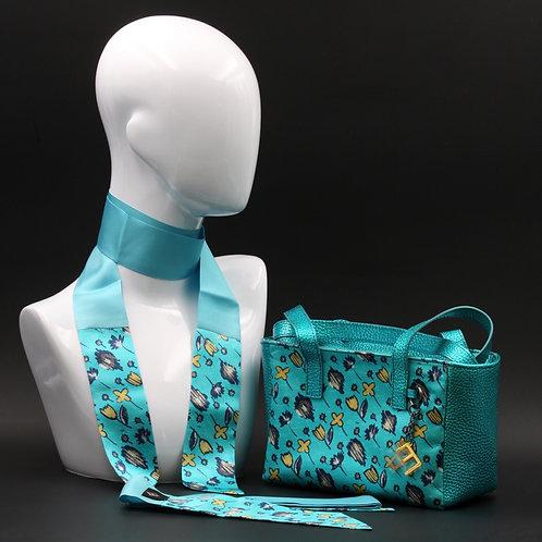 Borsa a spalla in vera pelle azzurrae inserti in seta con stampa floreale, con tonalità grigie e gialle e manici in pelle