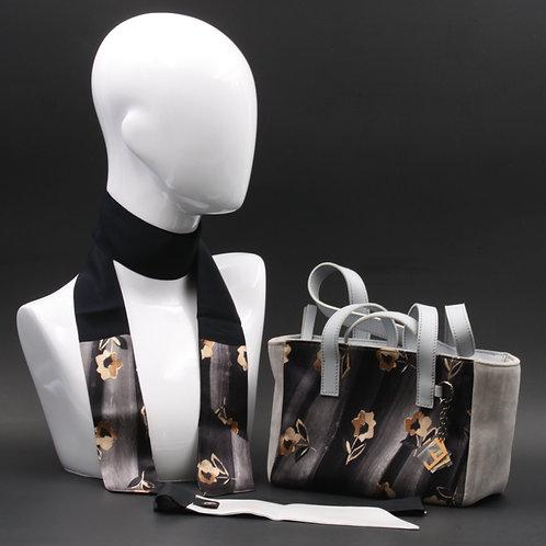 Borsa a spalla in camoscio grigio chiaroe inserti in seta con stampa floreale, con tonalità d'orate e manici in vera pelle