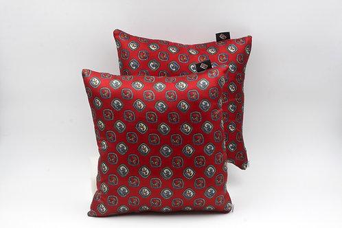 Cuscinieleganti in seta rossa stampata; cuscini quadrati per divani