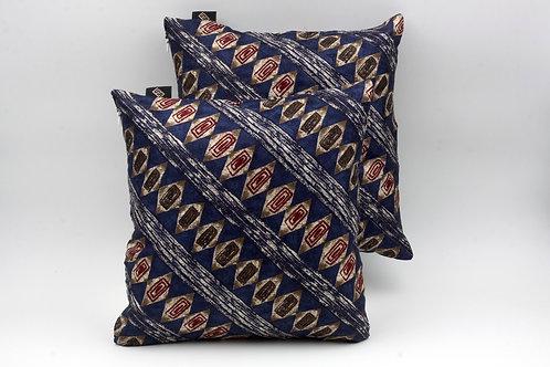 Cuscinidi seta blu con stampa etnicaper divani moderni