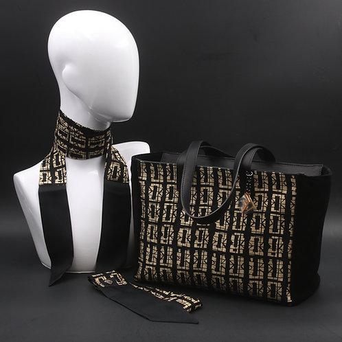 Borsa da giorno, grande a spalla, in camoscio nerocon inserti in seta con stampa geometrica, manici in vera pelle nera.