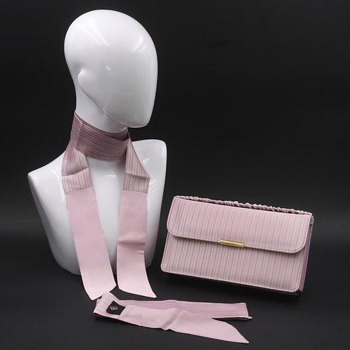 Clutch bag in seta rosa con stampa rigata, con 2 foulard