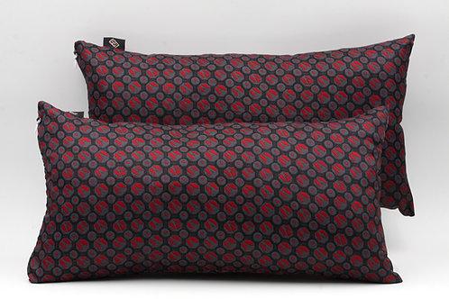 cuscini in seta con stampa geometrica, forma rettangolare.