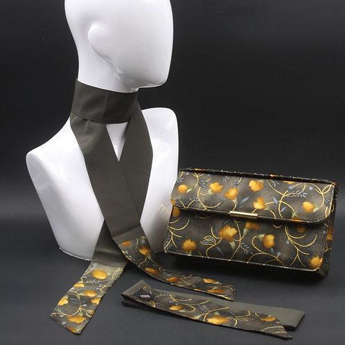 Clutch bag in seta grigia stampata con fiori stilizzati, nelle tonalità dell'ocra, con 2 foulard abbinati