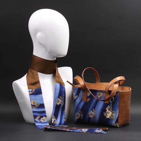 Borsa a spalla in vera pelle marronee inserti in seta con stampa floreale, con tonalità blu e giallo ocra e manici in pelle