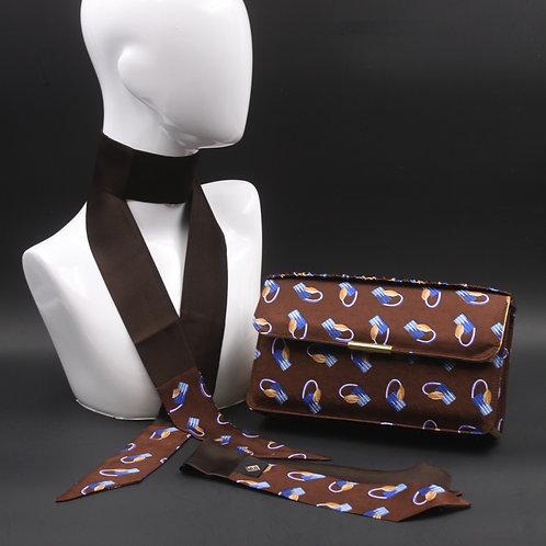 Clutch bag in seta marrone stampatanelle tonalità dell'azzurro e giallo, con  2 foulard abbinati
