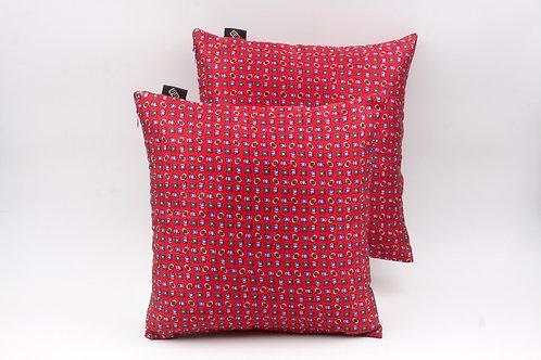 Cuscinidi seta rossa con stampa geometricaper divani classici e moderni