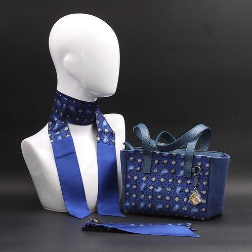 Borsa a spalla in camoscioblue inserti in seta con stampa geometrica, con tonalità blu e manici in vera pelle blu