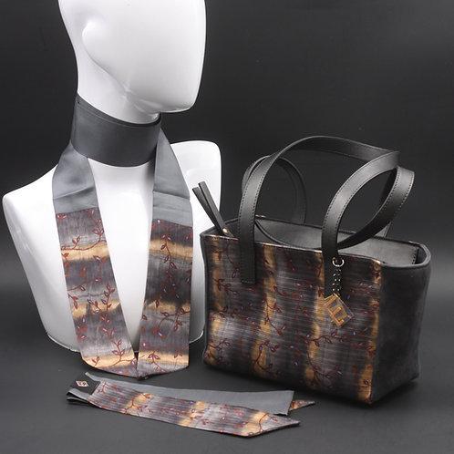 Borsa a spalla in camoscio grigio e inserti in seta con stampa floreale, con tonalità marroni e grigie e manici in vera pelle