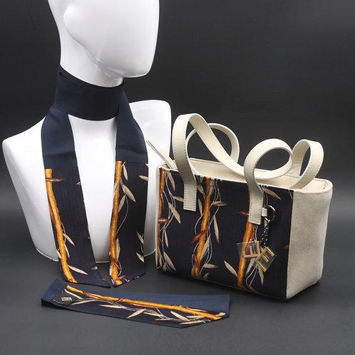 Borsa a spalla in camoscio beige e inserti in seta con stampa floreale, con tonalità blu e giallo ocra e manici in vera pelle