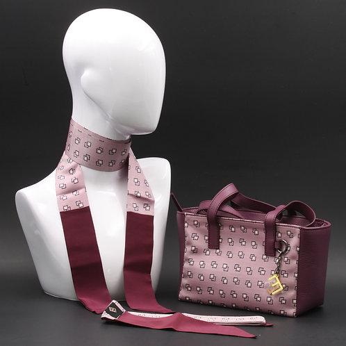 Borsa a spalla in vera pelle violae inserti in seta con stampa geometrica,con tinte bianche e nere e manici in vera pelle