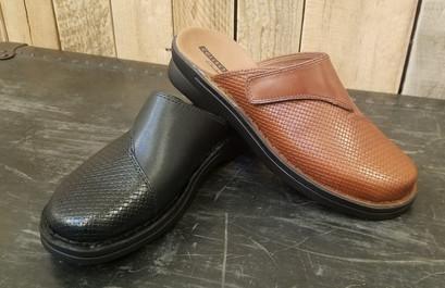 stitch and sole clarks mule.jpg