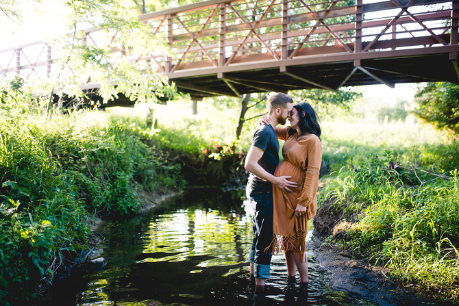 Burt Maternity Session | Urbana, IL | Meadowbrook Park | Creek Session