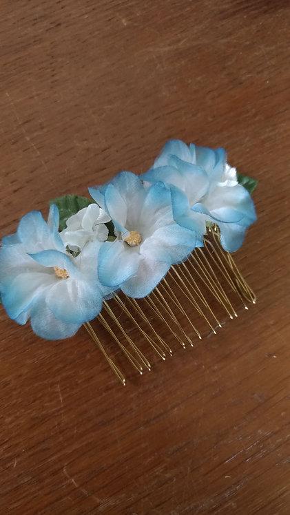 Peigne fleurs bleues - stock