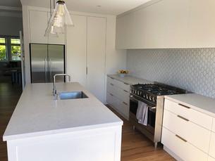 Side view kitchen / Remuera. MBD Builders Ltd.