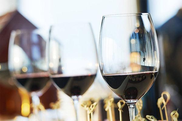 w-WineGlasses.jpg