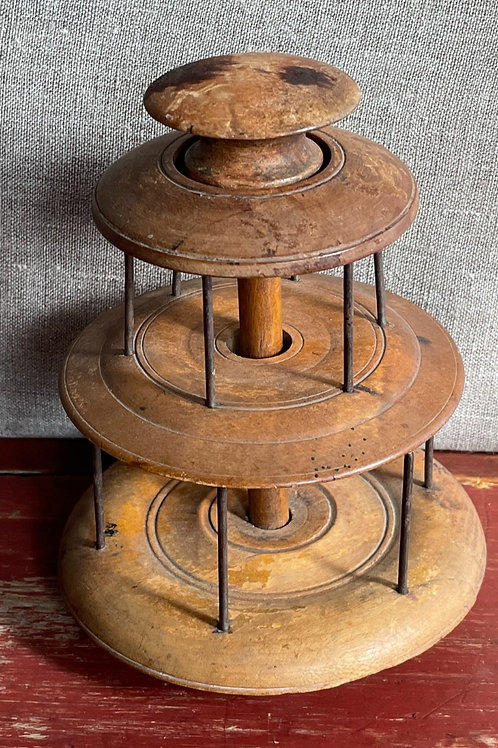 Early two tier thread spool holder