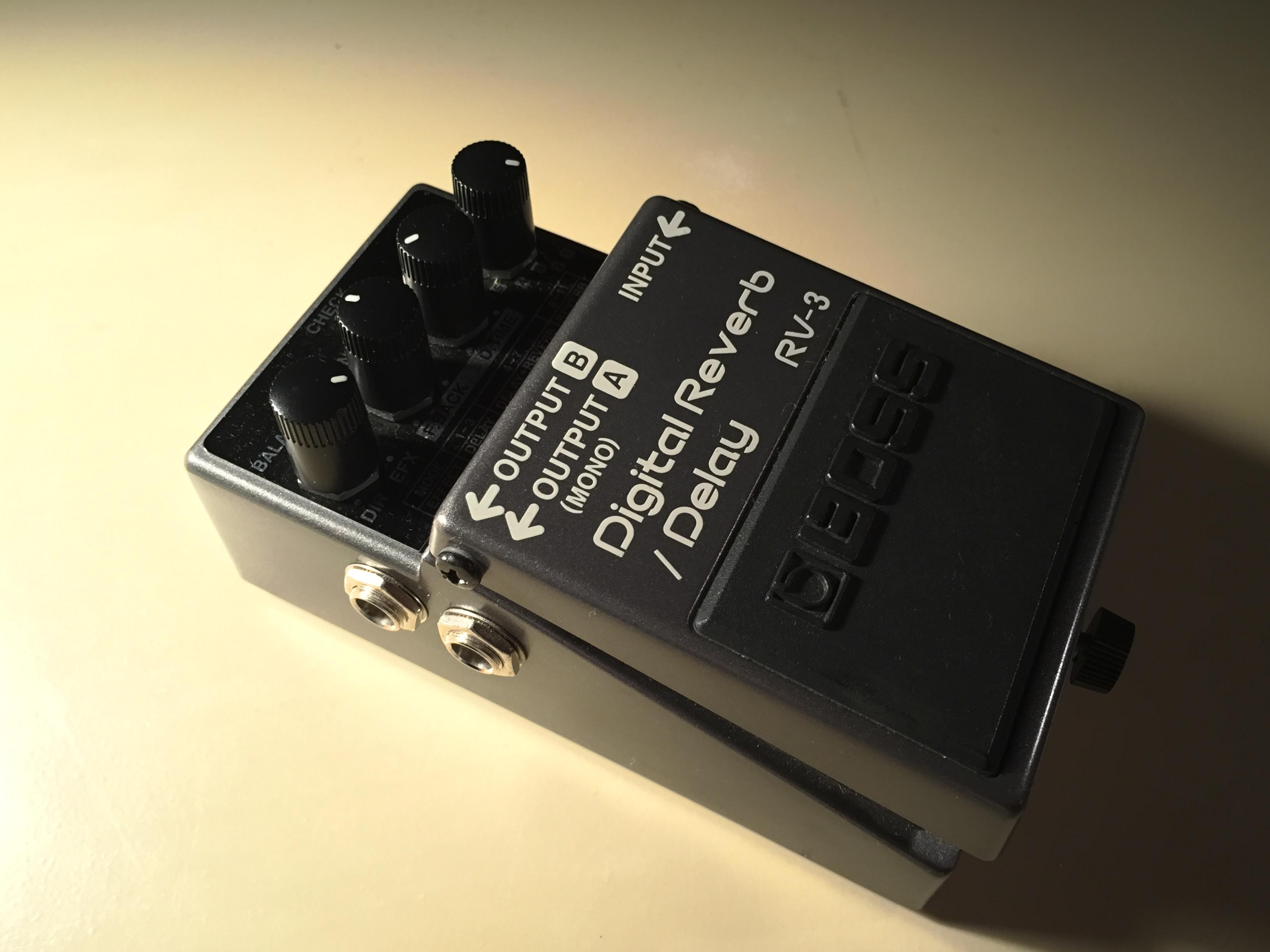 BOSS  Digital Reverb/Delay RV-3