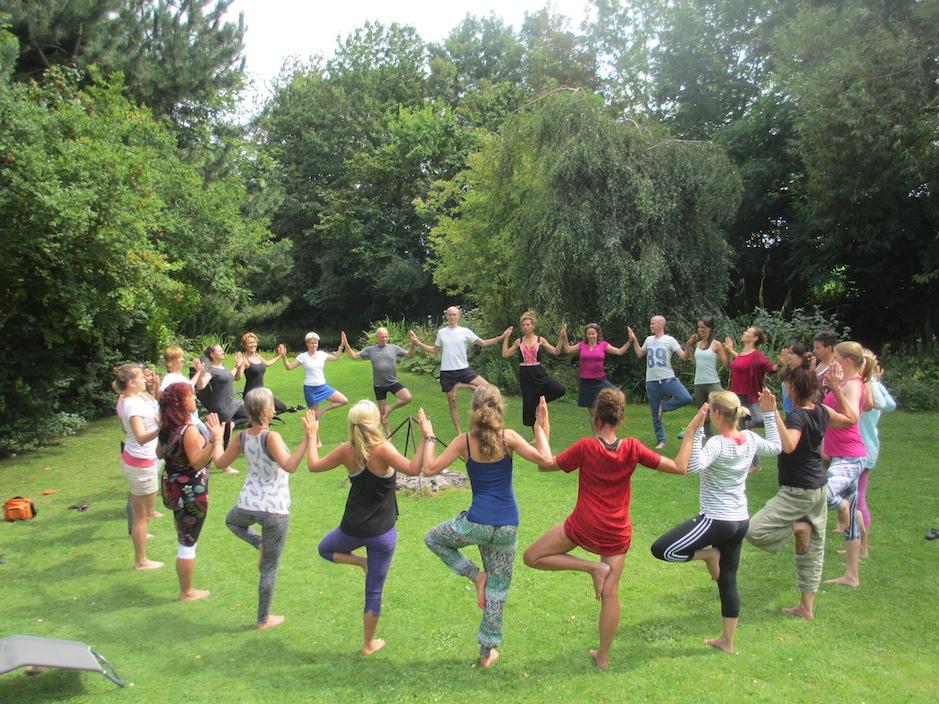 Yoga in de tuin